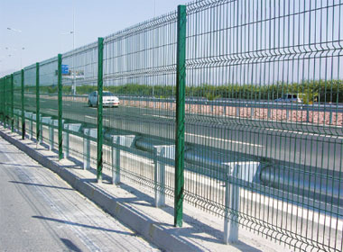 Durafence coated steel wire fencing solutions for transport infrastructure