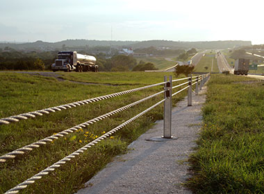 Cables for motorway median barriers (Guide/Guardrails)