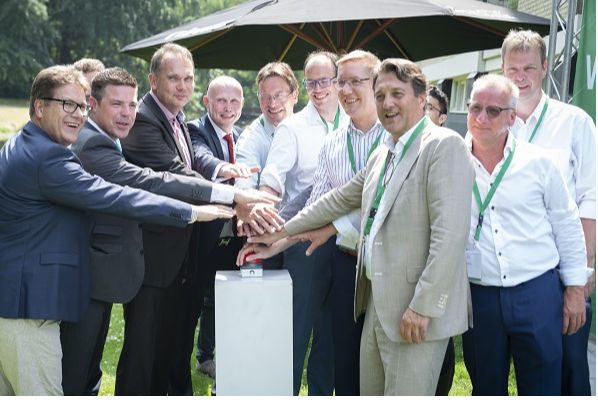 Group picture of participants in hydrogen project Rozenburg (the Netherlands)